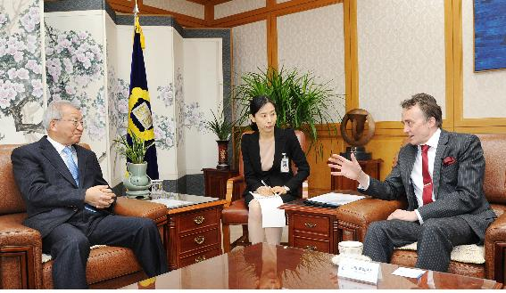 Ambassador of Finland pays a Courtesy call on the Chief Justice